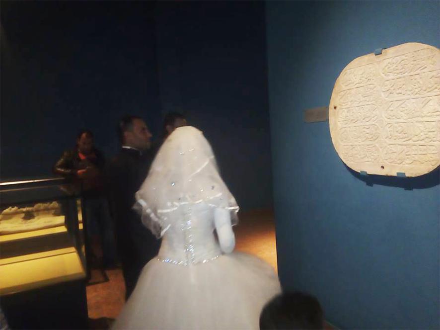 احتفال عرائس وعرسان بزفافهم داخل متحف ملوى (4)