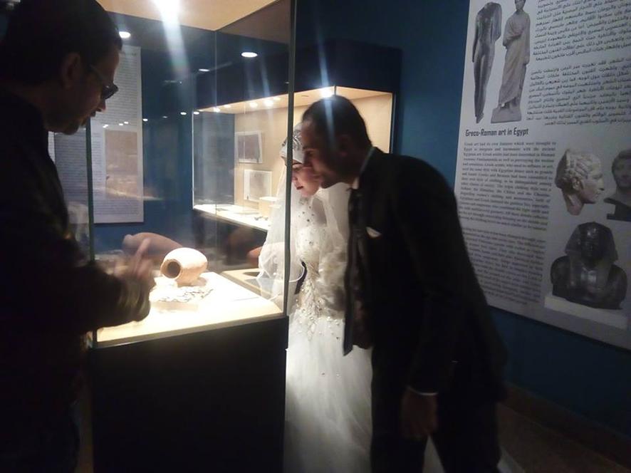 احتفال عرائس وعرسان بزفافهم داخل متحف ملوى (5)