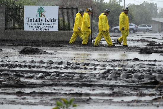 أمطار غزيرة تسبب انهيارات طينية