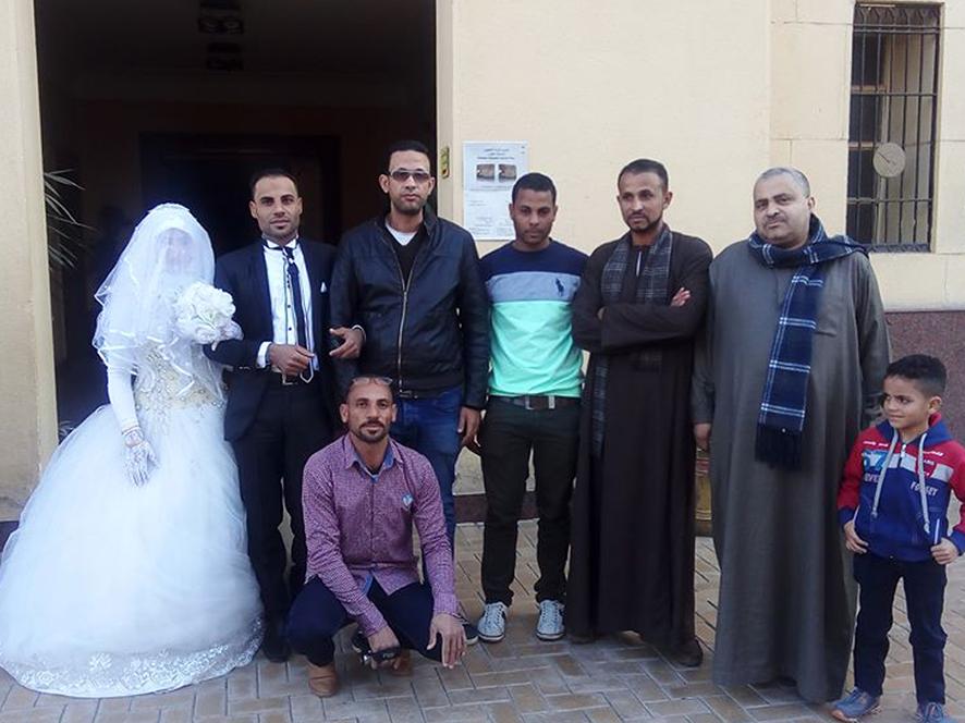 احتفال عرائس وعرسان بزفافهم داخل متحف ملوى (8)