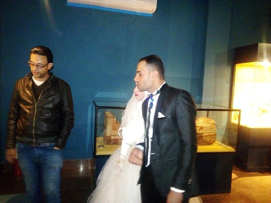 احتفال عرائس وعرسان بزفافهم داخل متحف ملوى (6)