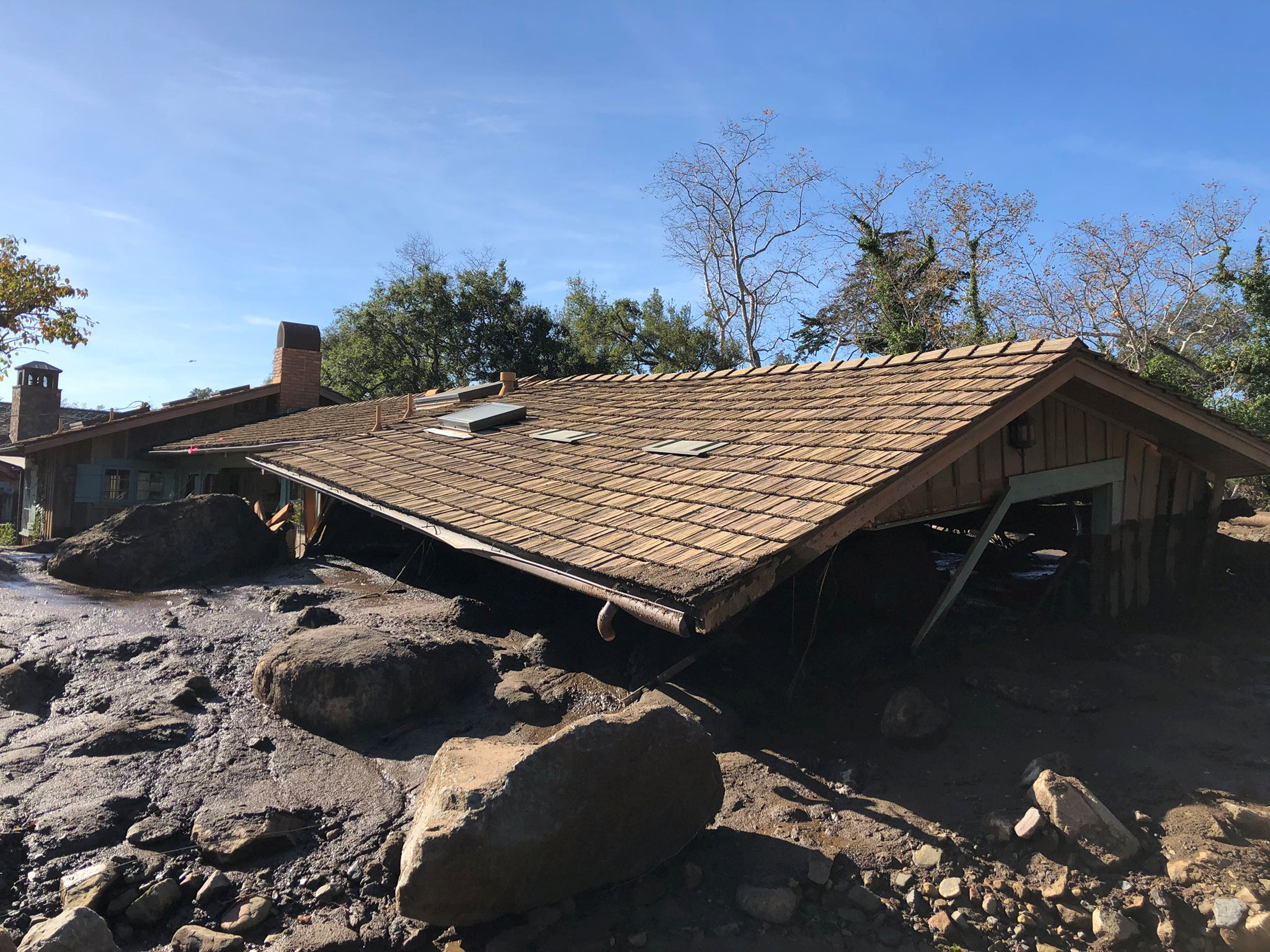الفيضانات تغرق منازل كاليفورنيا
