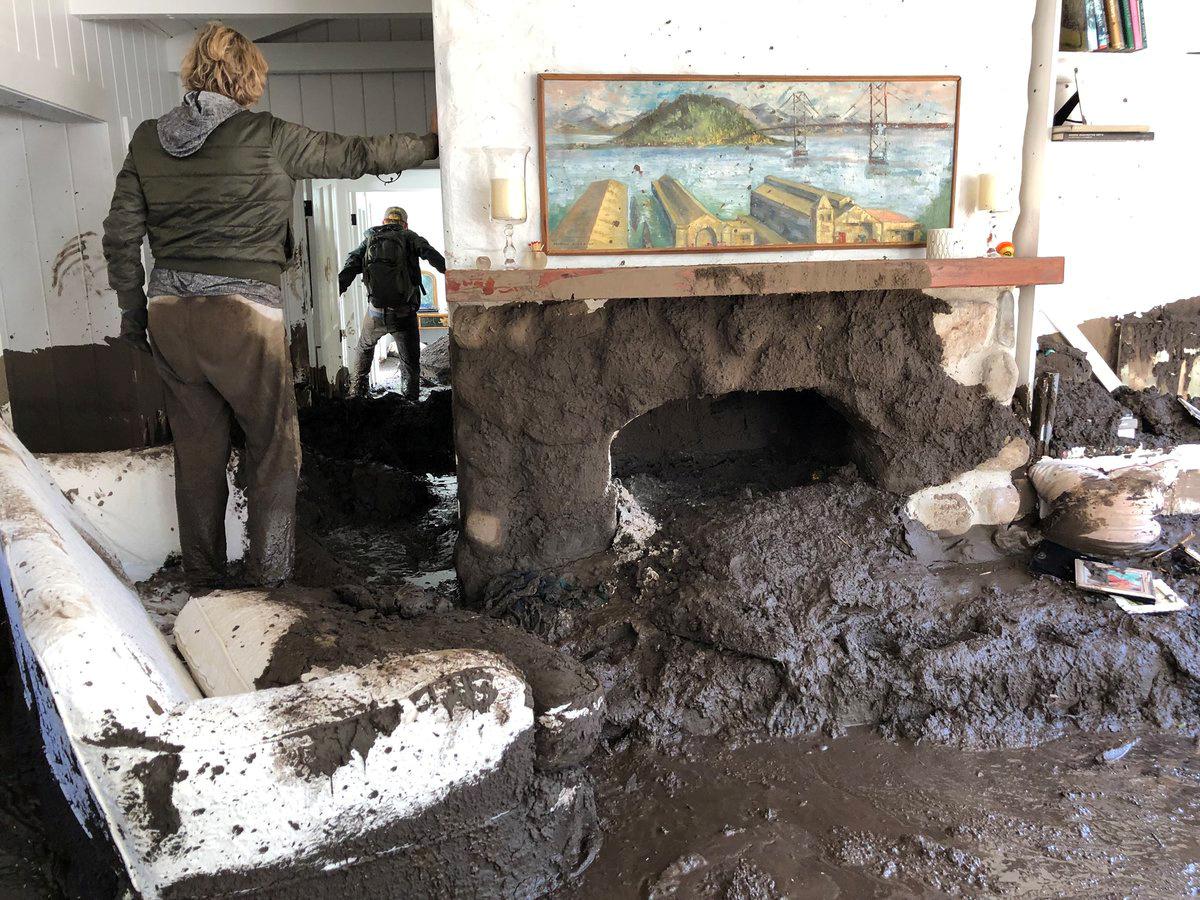 منزل دمرته الفيضانات
