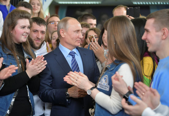 بوتين وسط مؤيديه