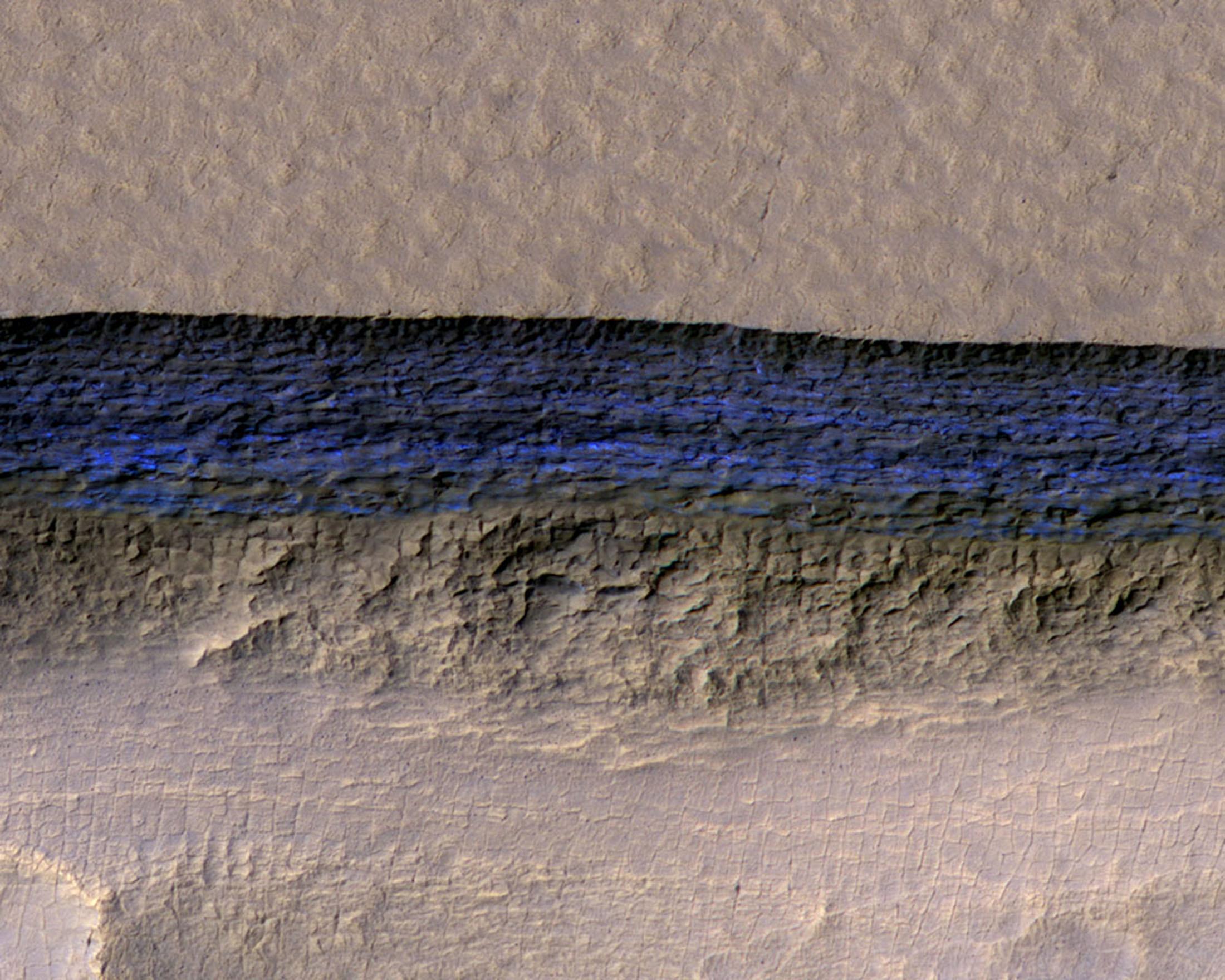 منحدرات حادة  على سطح كوكب المريخ