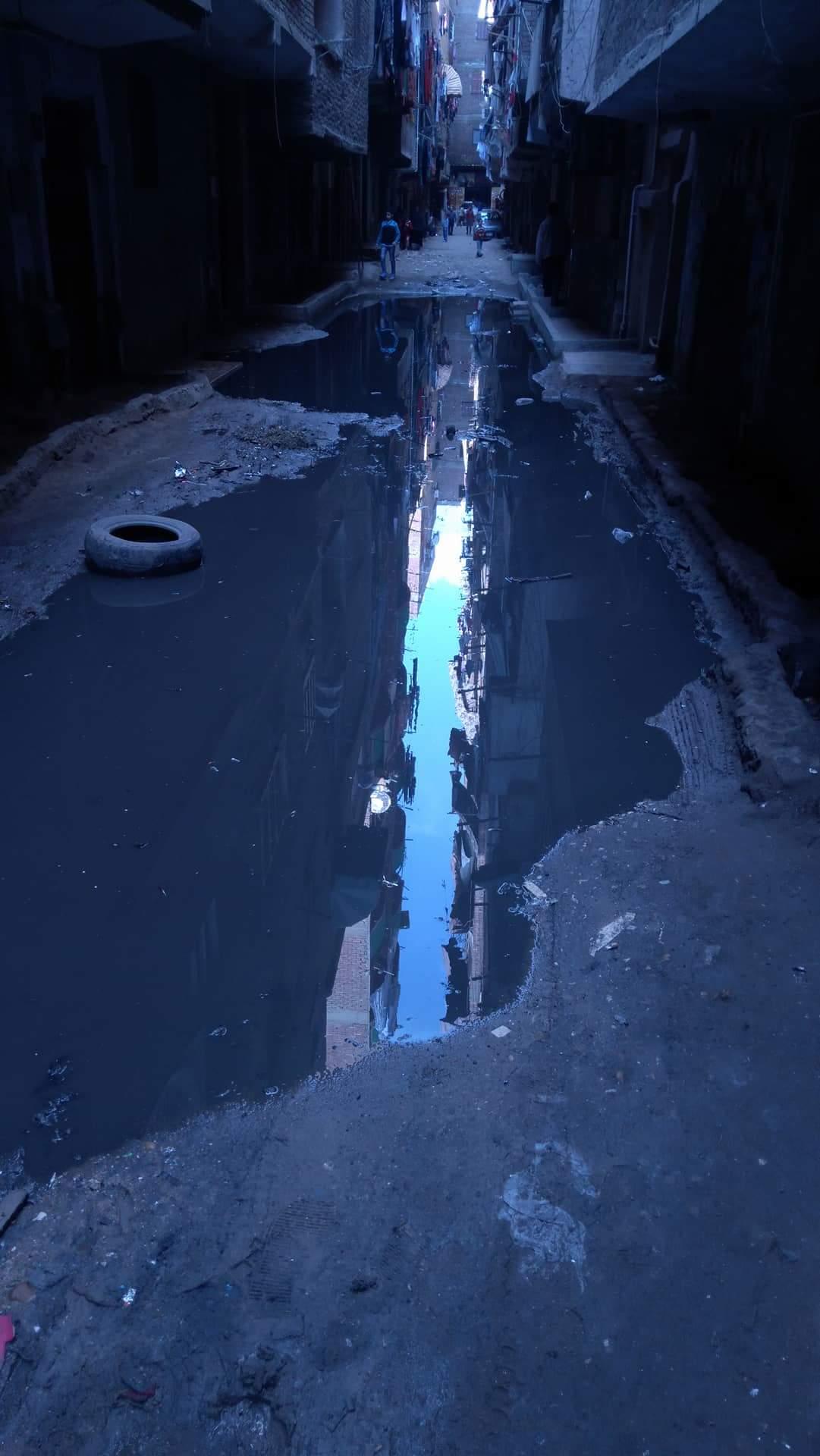 مياه الصرف الصحي  تغرق الشوارع