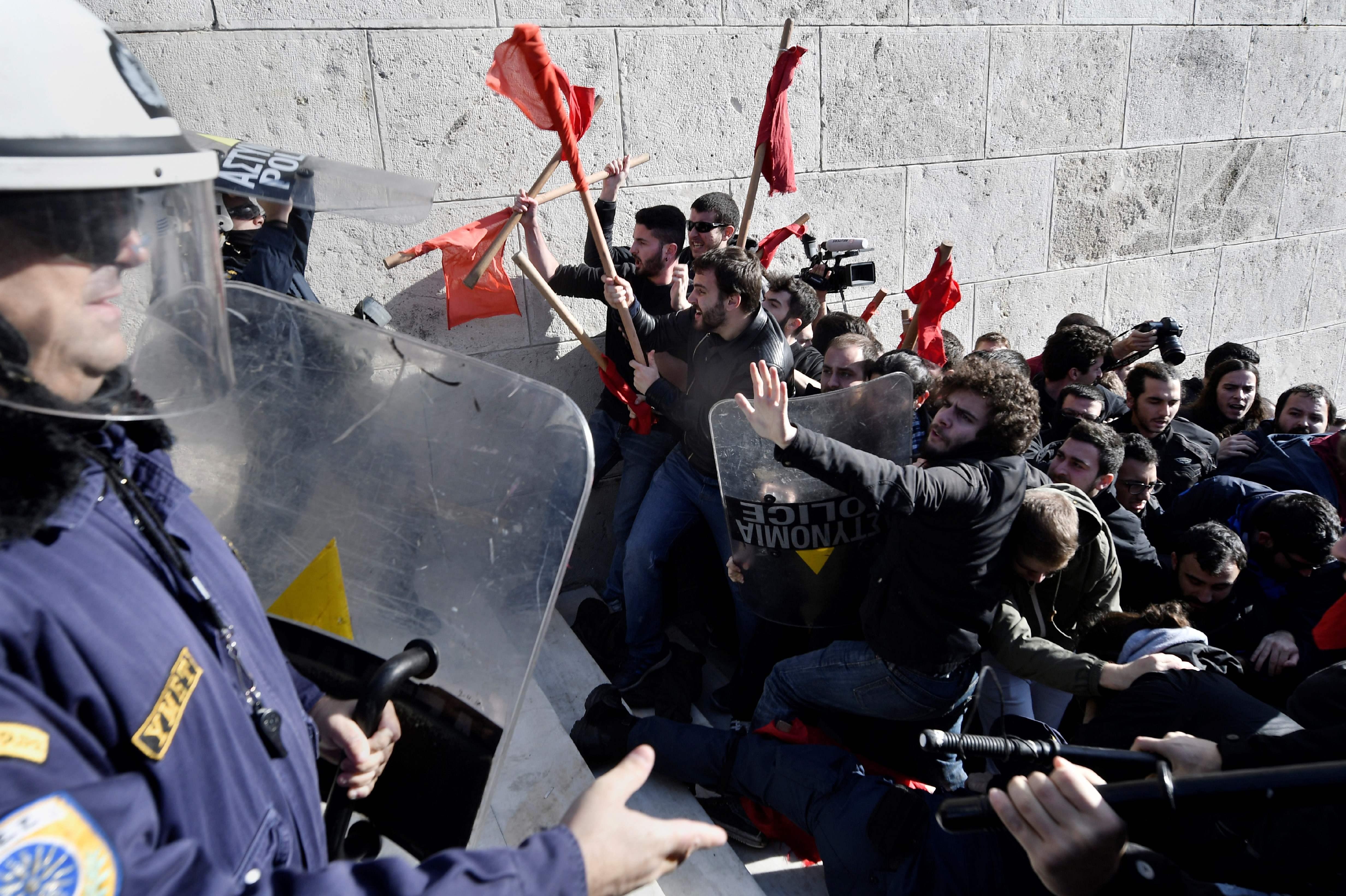 قوات مكافحة الشغب فى اليونان