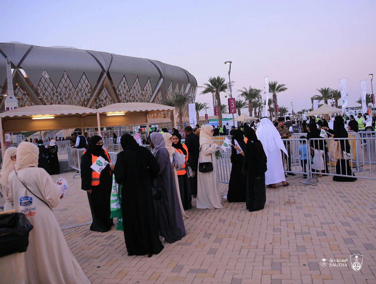 عملية تنظيم دخول السيدات لللملاعب السعودية