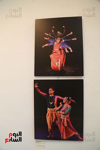 صور..  منى عبد الكريم تصنع البهجة فى ألوان الهند  (7)
