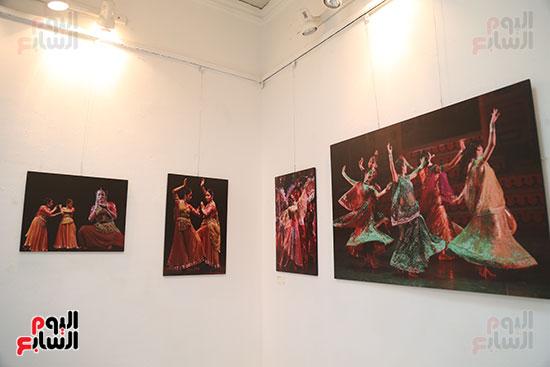 صور..  منى عبد الكريم تصنع البهجة فى ألوان الهند  (4)