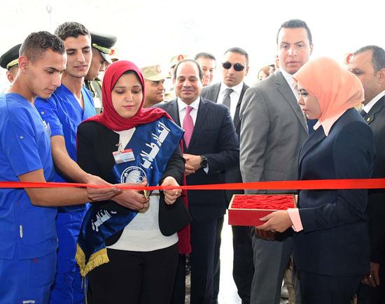افتتاح السيد الرئيس لأعمال تطوير المجمع الطبي للقوات المسلحة بالمعادي (4)