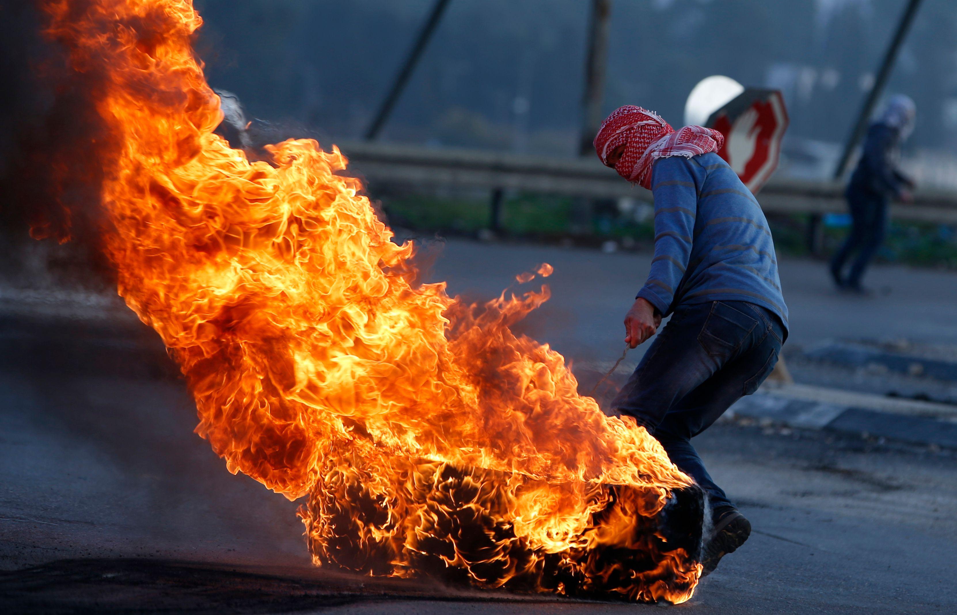 حرق الإطارات