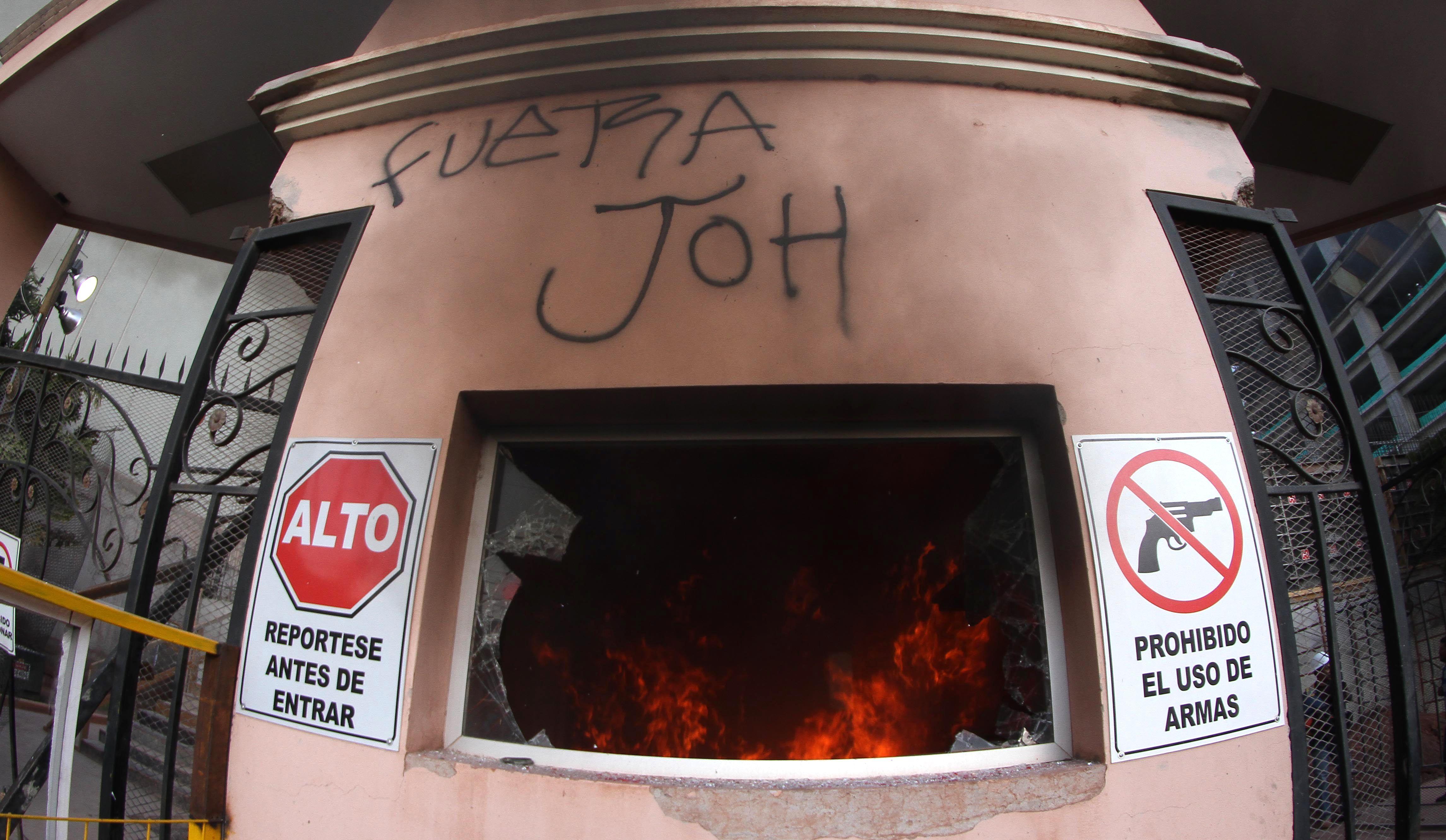 النيران تشتعل فى هندوراس