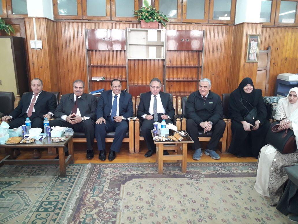 رئيس جامعة الأزهر يتفقد لجان امتحانات كلية الدراسات بالمنصورة (3)