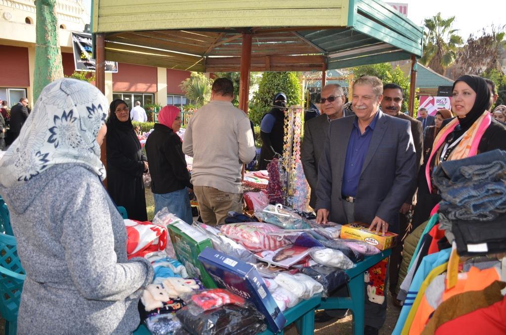5- سيدات الأعمال يقدمن منتجاتهن بالمعرض