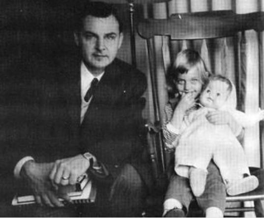 الين ووالدها بصورة قديمه