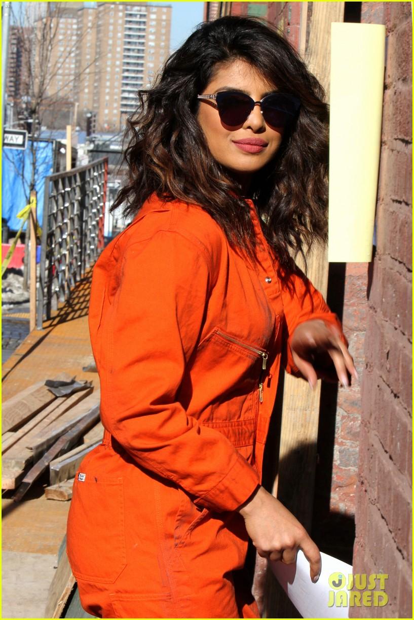 بريانكا شوبرا بالأفرول في تصوير مسلسل Quantico