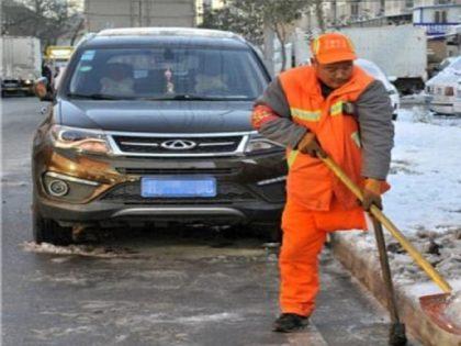 عامل النظافة الصينى