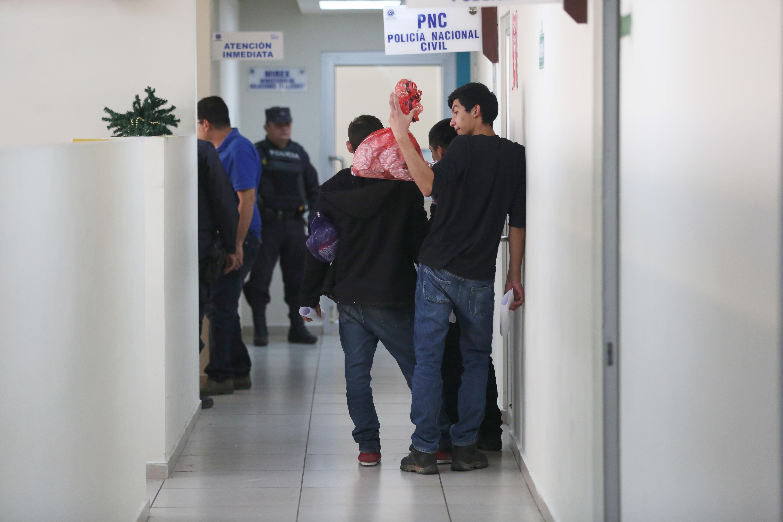 السلفادور تستقبل عشرات المهاجرين