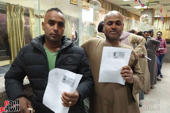 جانب من توقيعات المواطنين على توكيلات الرئاسة