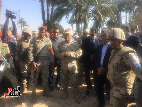 اللواء كامل الوزير رئيس الهيئة الهندسية للقوات المسلحة  (15)