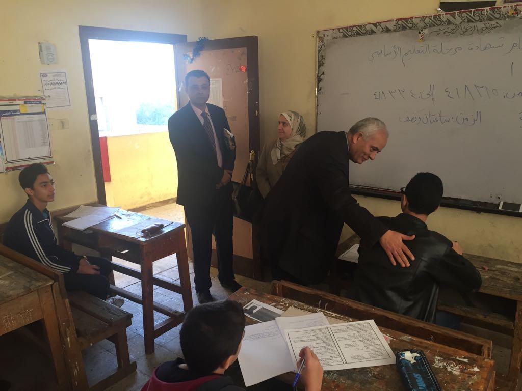 حجازي يتفقد سير امتحانات شهادة إتمام الدراسة بمرحلة التعليم الأساسي بالقاهرة (12)