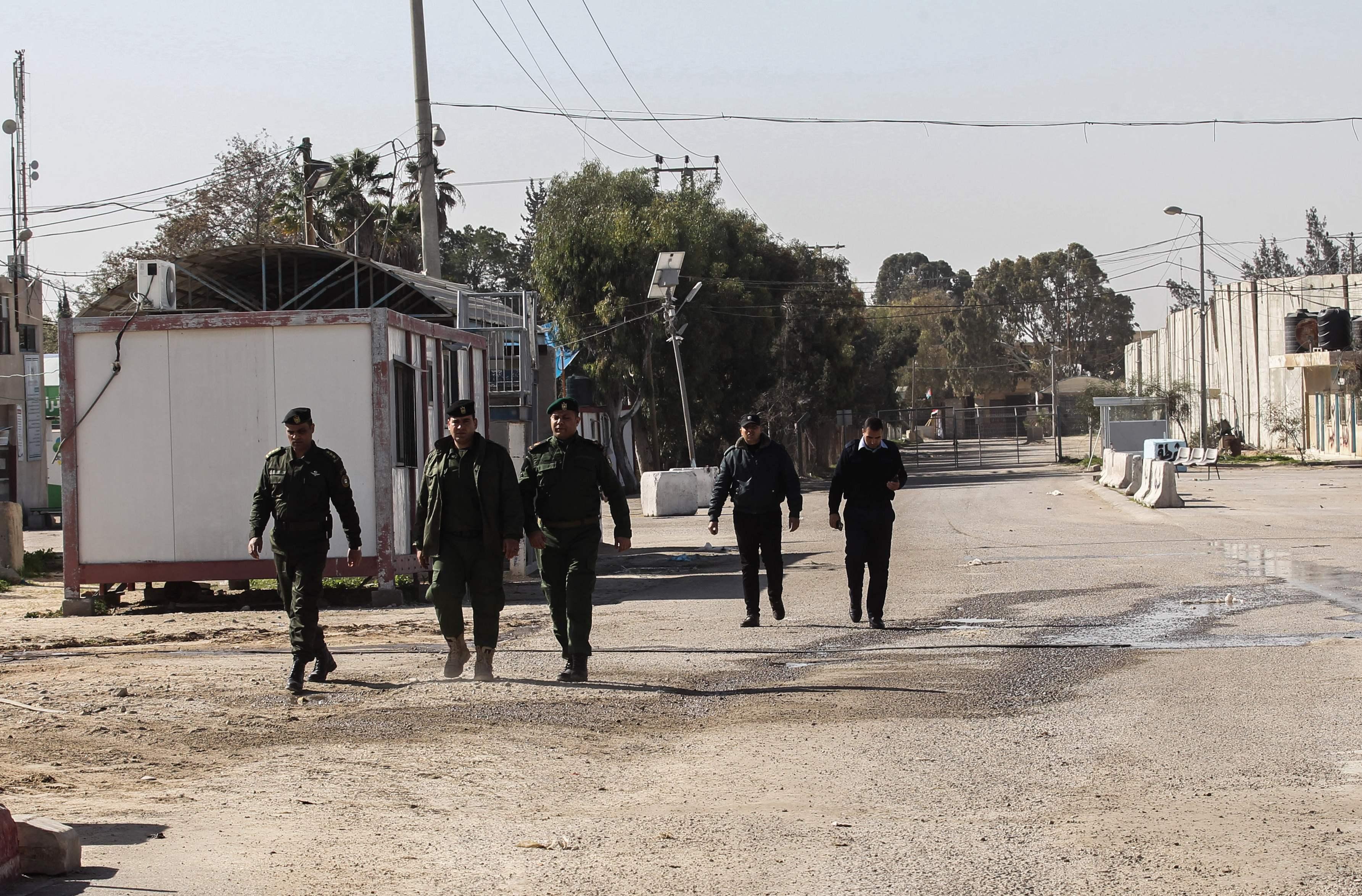 قوات الاحتلال تغلق معبر كرم أبو سالم