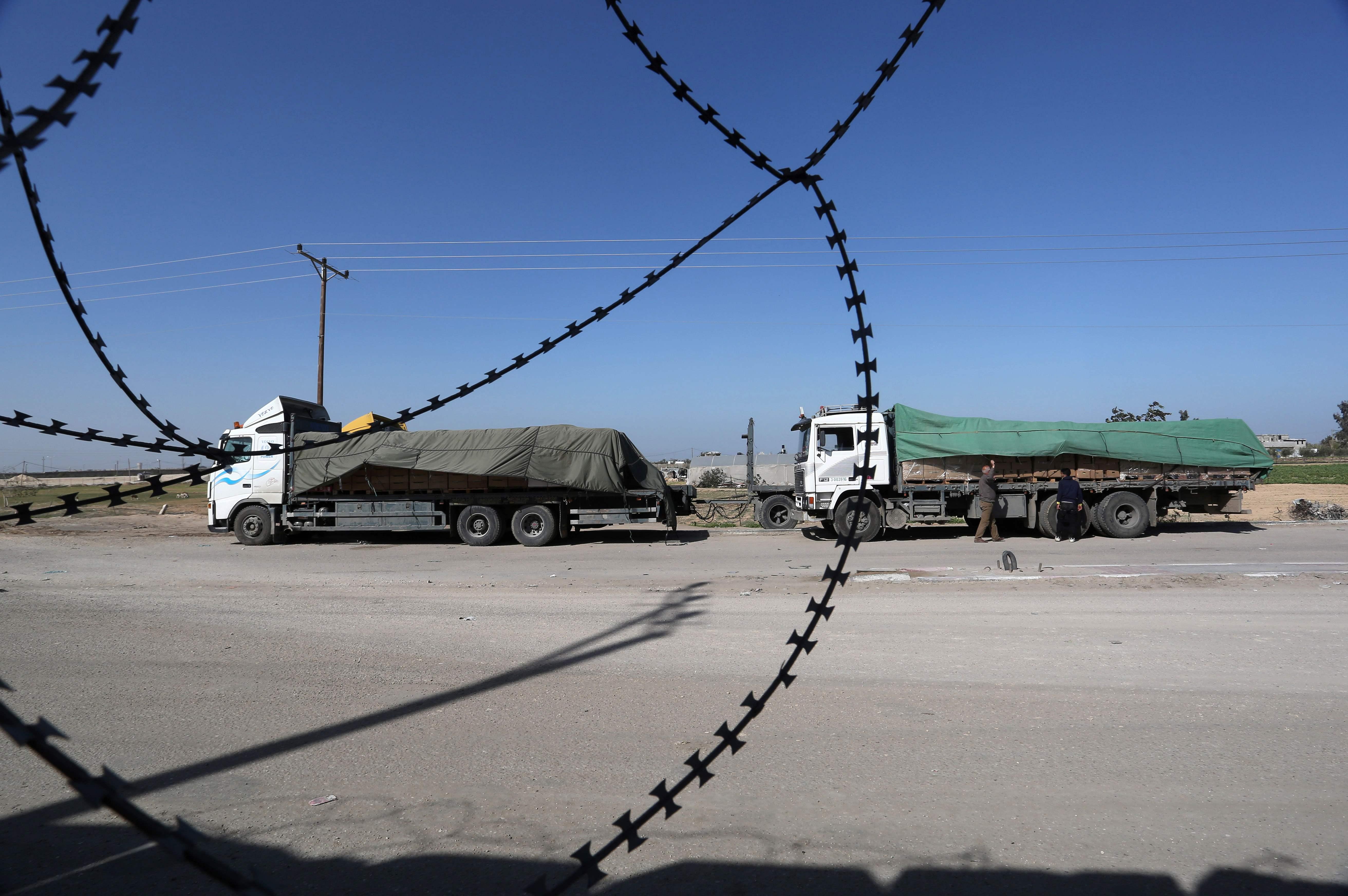 توقف الشاحنات على بوابات معبر كرم أبو سالم