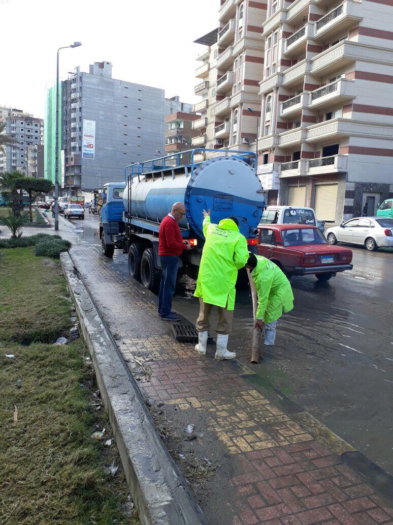 رفع المياة من الشوارع