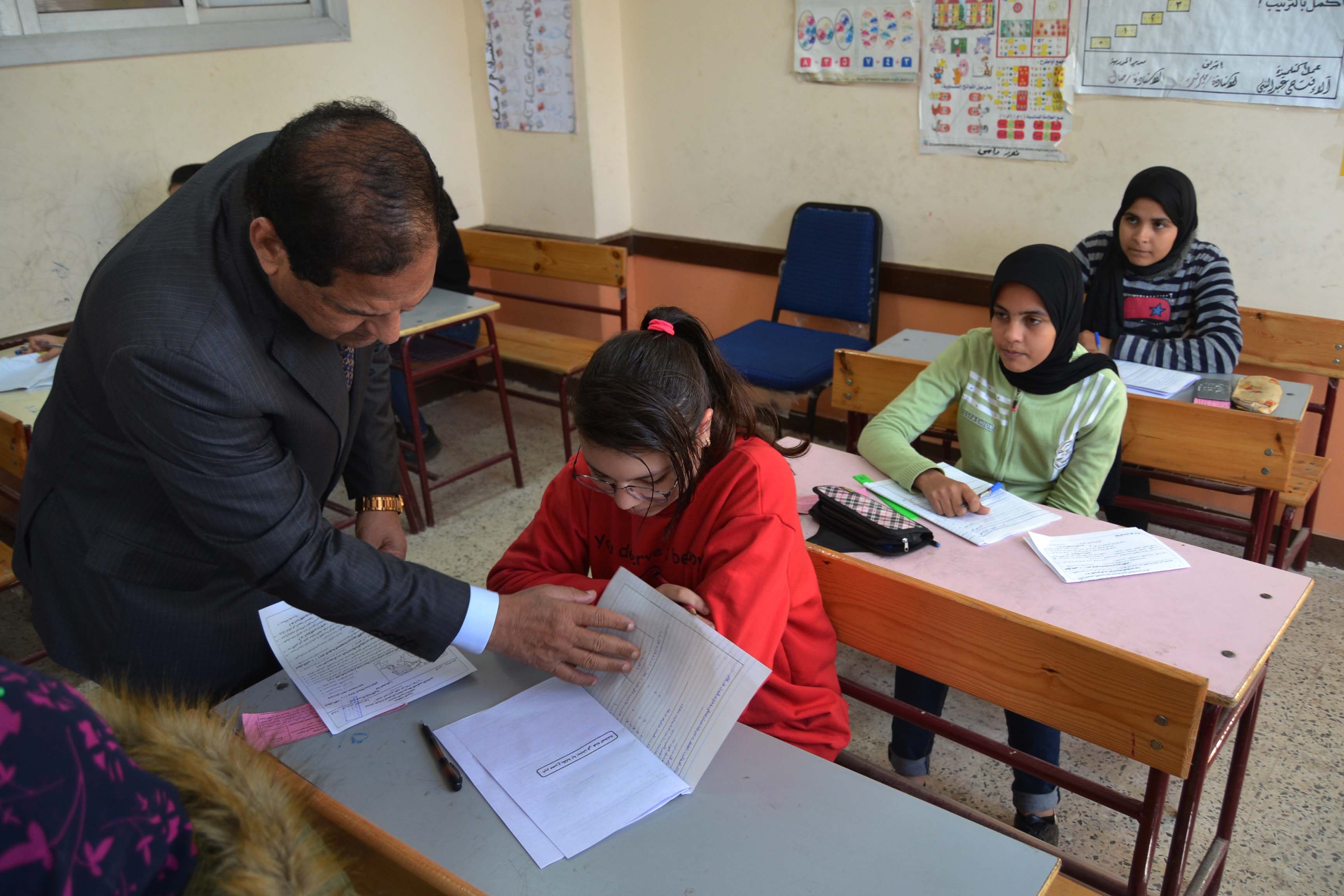 محافظ الغربية يتفقد لجان امتحانات الشهادة الإعدادية (3)