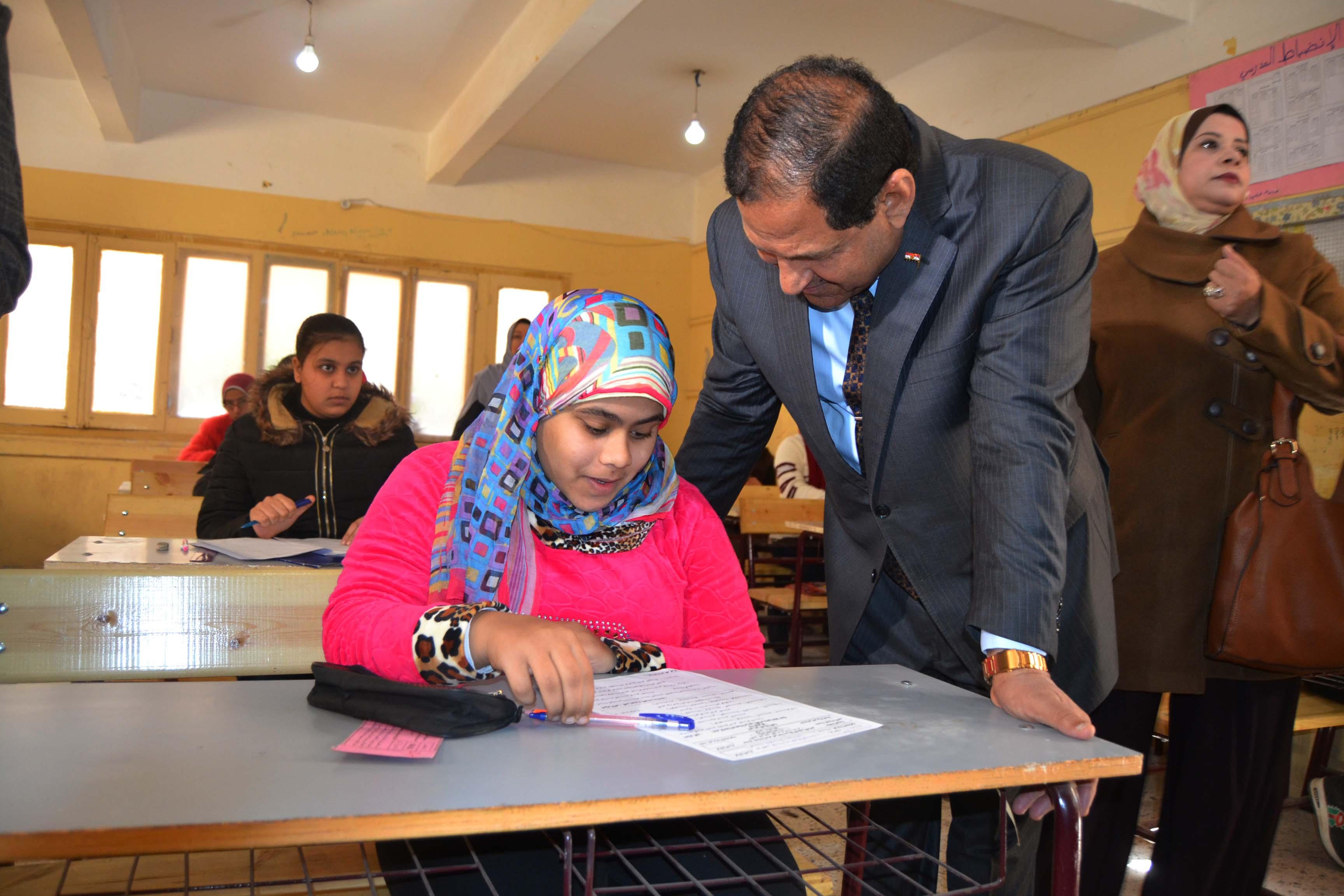 محافظ الغربية يتفقد لجان امتحانات الشهادة الإعدادية (6)