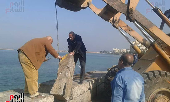 انهيار أجزاء من سور الميناء الشرقى