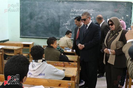 محافظ كفر الشيخ يتابع اللجان في أول امتحانات الشهادة الإعدادية