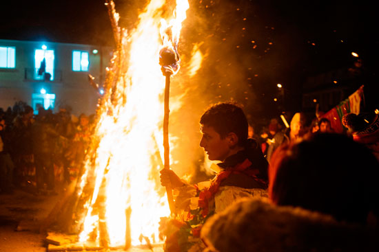 جانب من اشعال النيران فى المهرجان