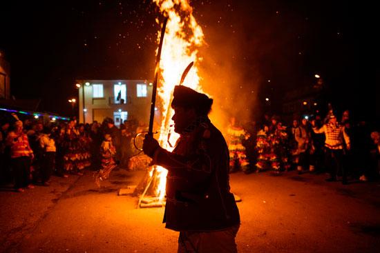 اشعال النيران فى المهرجان