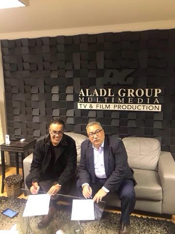 المنتج جمال العدل والإعلامى إبراهيم عيسى أثناء توقيع العقد