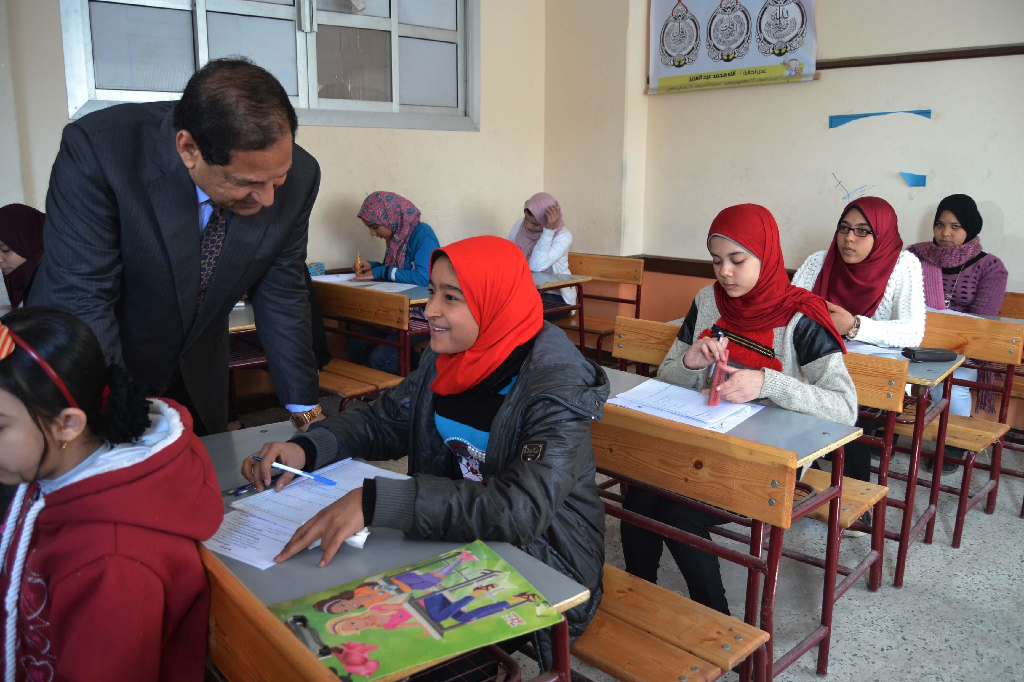 محافظ الغربية يتفقد لجان امتحانات الشهادة الإعدادية (4)