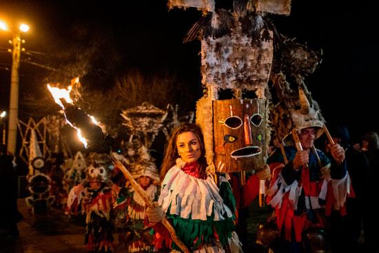 انطلاق مهرجان الأقنعة فى بلغاريا لطرد الأرواح الشريرة