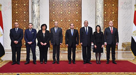 صور الوزراء الجدد يؤدون اليمين الدستورية أمام الرئيس السيسي (1)