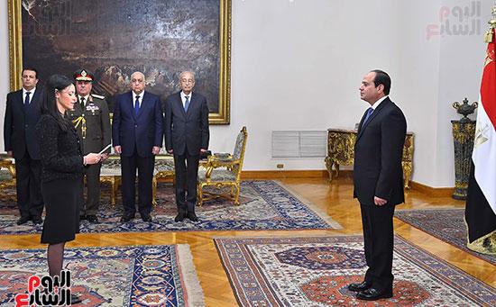 صور الوزراء الجدد يؤدون اليمين الدستورية أمام الرئيس السيسي (4)