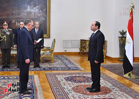صور الوزراء الجدد يؤدون اليمين الدستورية أمام الرئيس السيسي (7)