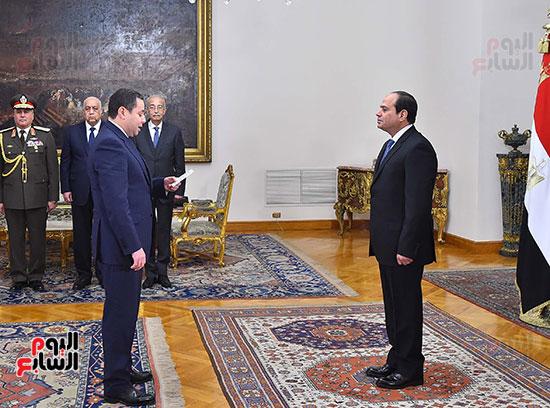صور الوزراء الجدد يؤدون اليمين الدستورية أمام الرئيس السيسي (5)