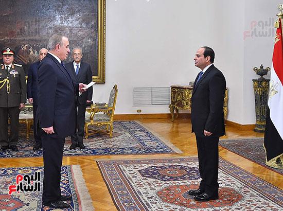 صور الوزراء الجدد يؤدون اليمين الدستورية أمام الرئيس السيسي (2)