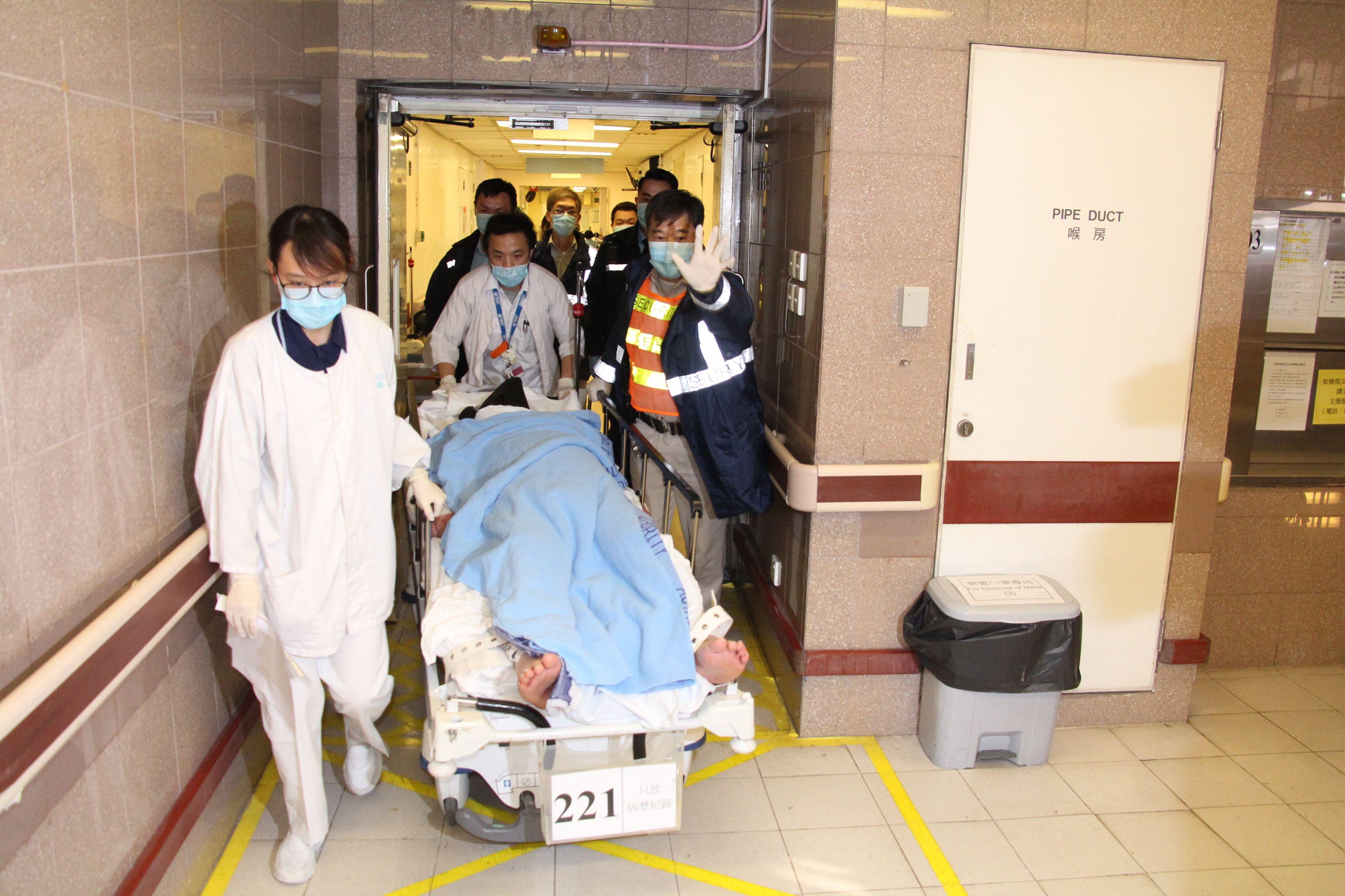 نقل ضحايا جريمة قتل لمستشفى فى هونج كونج