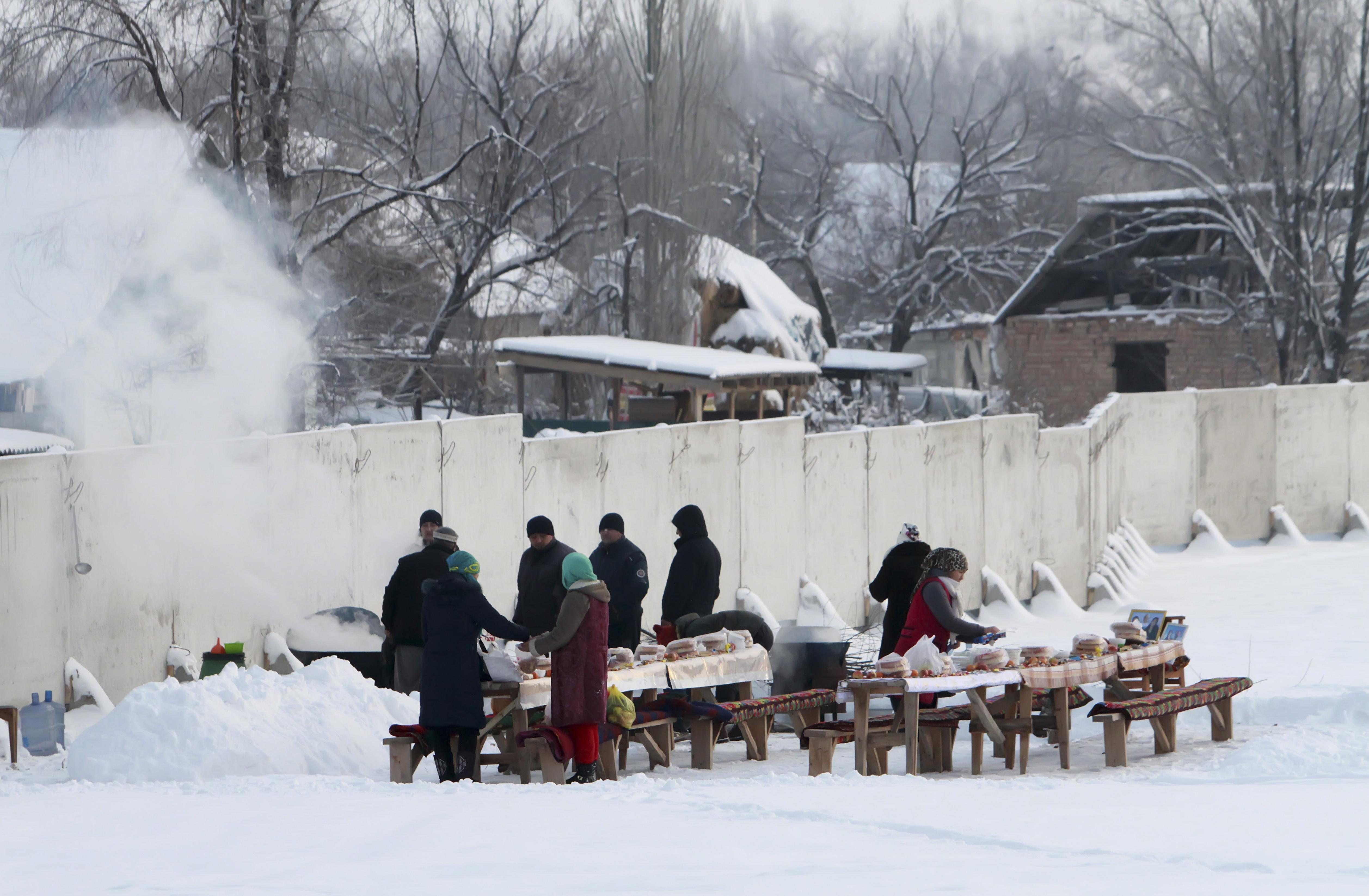 احياء ذكرى ضحايا سقوط طائرة على بلدة بقرغيزستان