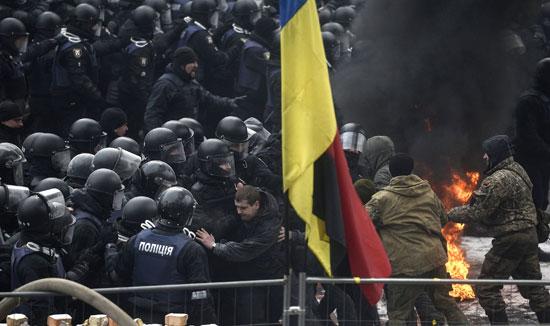 احتجاجات عنيفة فى أوكرانيا