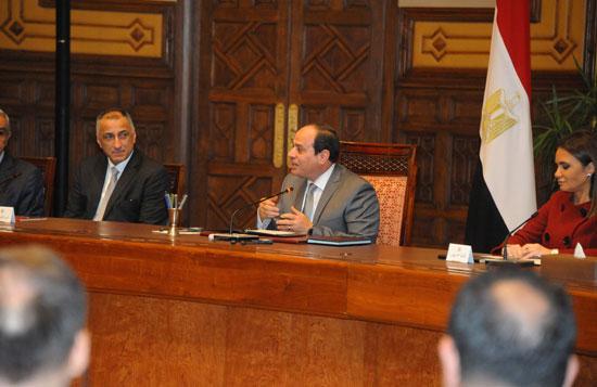 السيسى و وفدا ضم ممثلين عن 26 صندوقا إقليميا وعالميا للاستثمار (7)