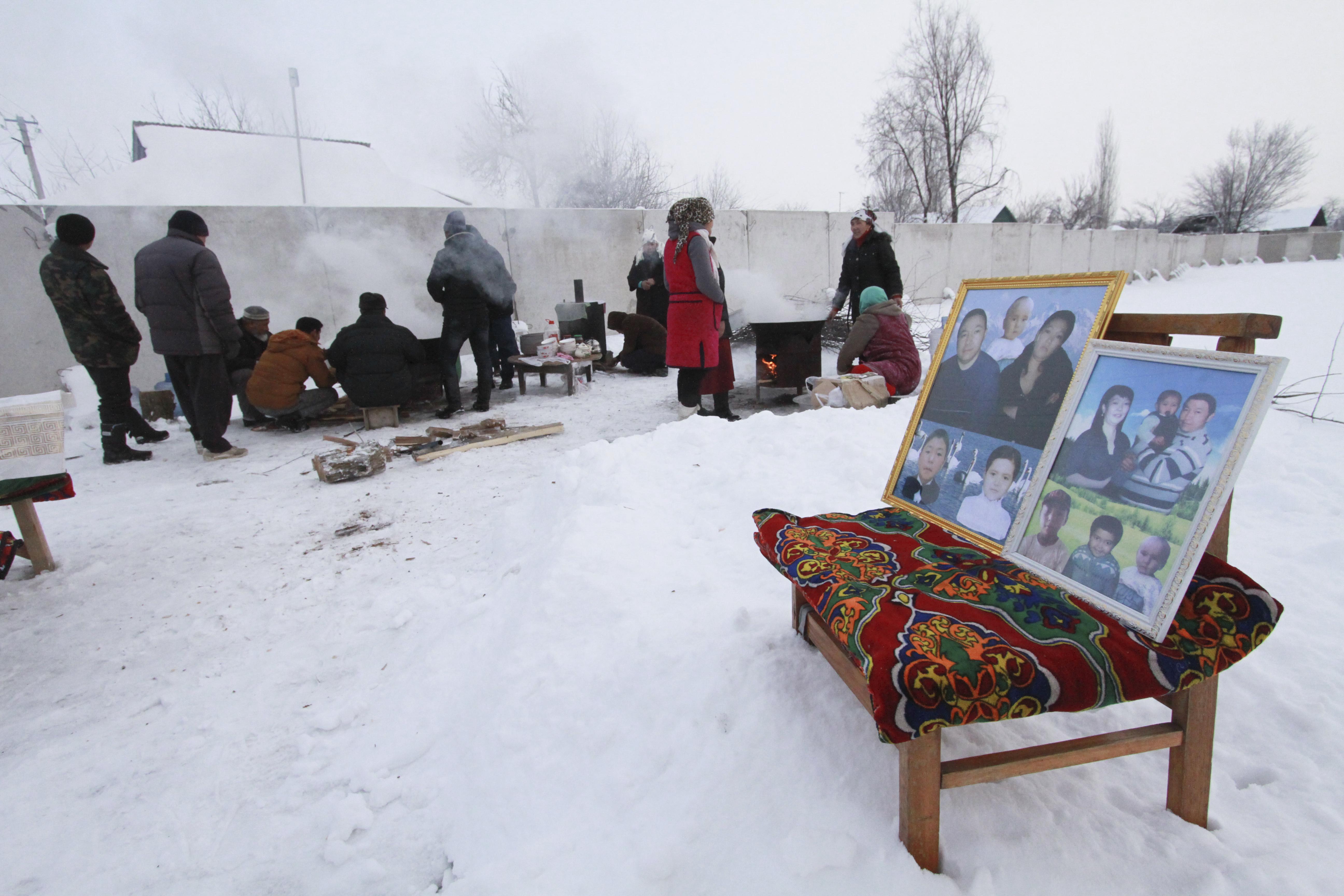 صور ضحايا تحطم طائرة فى قرغيزستان
