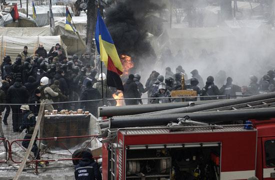 جانب من اندلاع الاشتباكات مع شرطة أوكرانيا