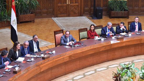 السيسى و وفدا ضم ممثلين عن 26 صندوقا إقليميا وعالميا للاستثمار (5)